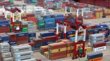 Containerhafen in Qingdao, China. Foto: epa/Wu Hong
