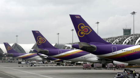 Maschinen der Thai Airways International am Bangkoker Flughafen Suvarnabhumi. Foto: epa/Barbara Walton