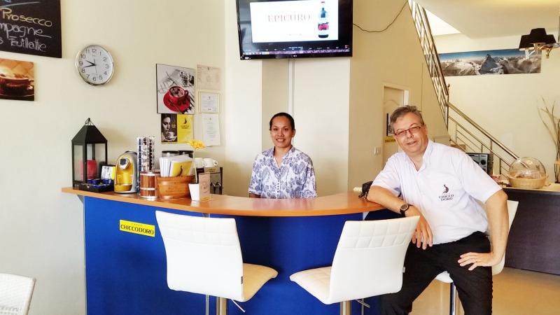 schweizer kaffee franz sischer rotwein und volksmusik thailand. Black Bedroom Furniture Sets. Home Design Ideas