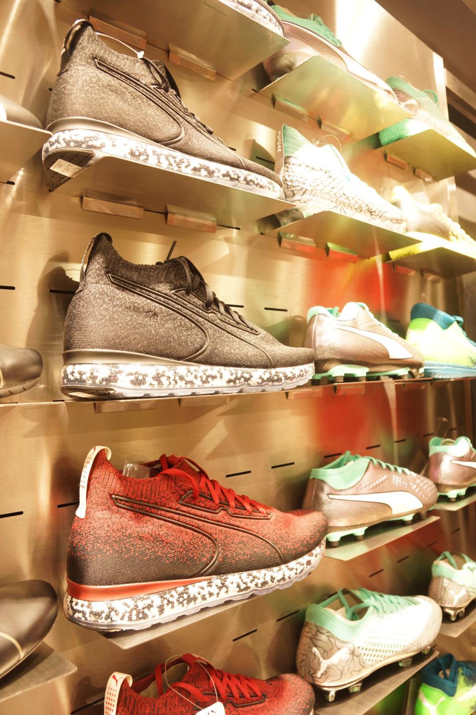507a462925313 Sneaker-Fans kommen hier gewiss auf ihre Kosten.